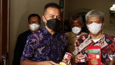 Wakil Gubernrnur (Wagub) Sumatera Utara (Sumut) Musa Rajekshah mengunjungi IRT Medan Crispy 22 (MC22) milik Koad Chamdi, di Jalan Anugerah VII, Komplek Perumahan Cemara Abadi, Desa Sampali, Kecamatan Percut Seituan, Senin (28/6)